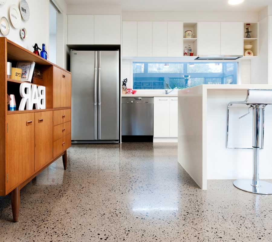 Pavimento Salotto Moderno: Soggiorno con pavimento grigio ...