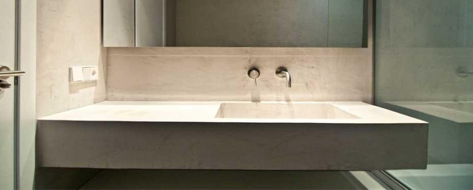 pavimento bagno microcemento resina lavabo su miisura lavabi materico microto